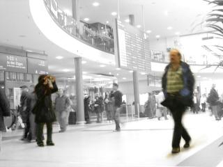 Tourist fotografiert Tourist fotografiert Bahnhof